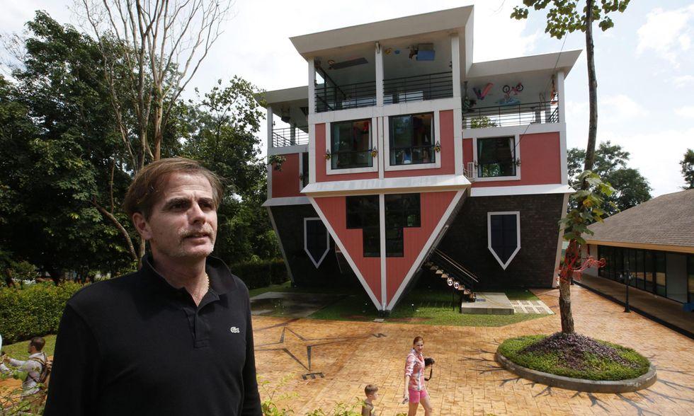 La casa sottosopra di Phuket