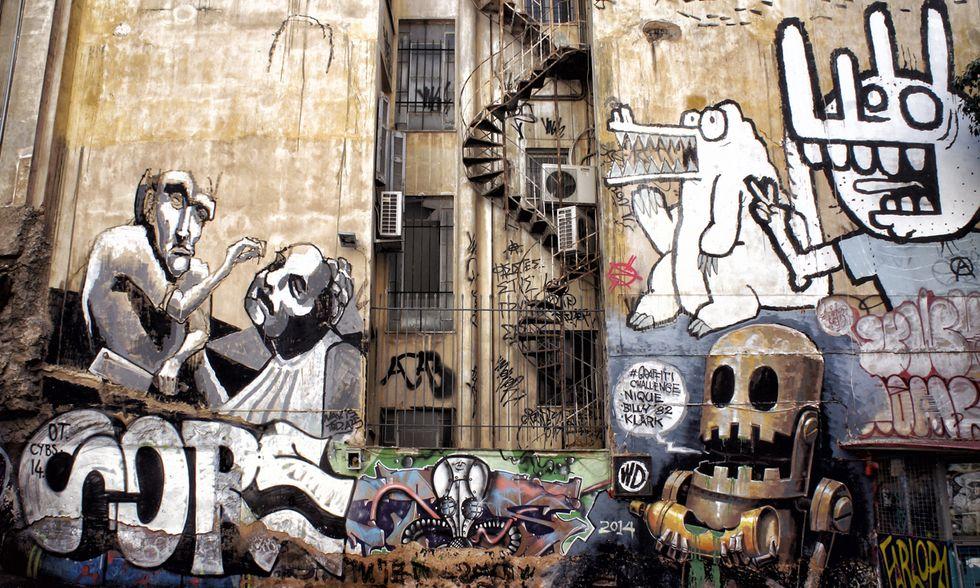 I graffiti lungo le strade di Atene
