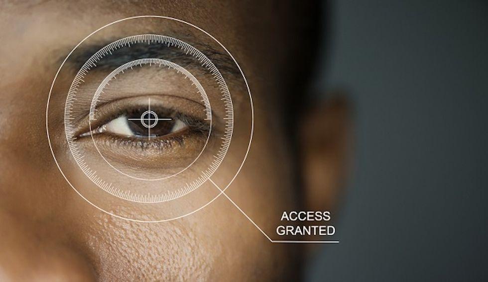 Uno scanner dell'iride registrerà i nostri volti