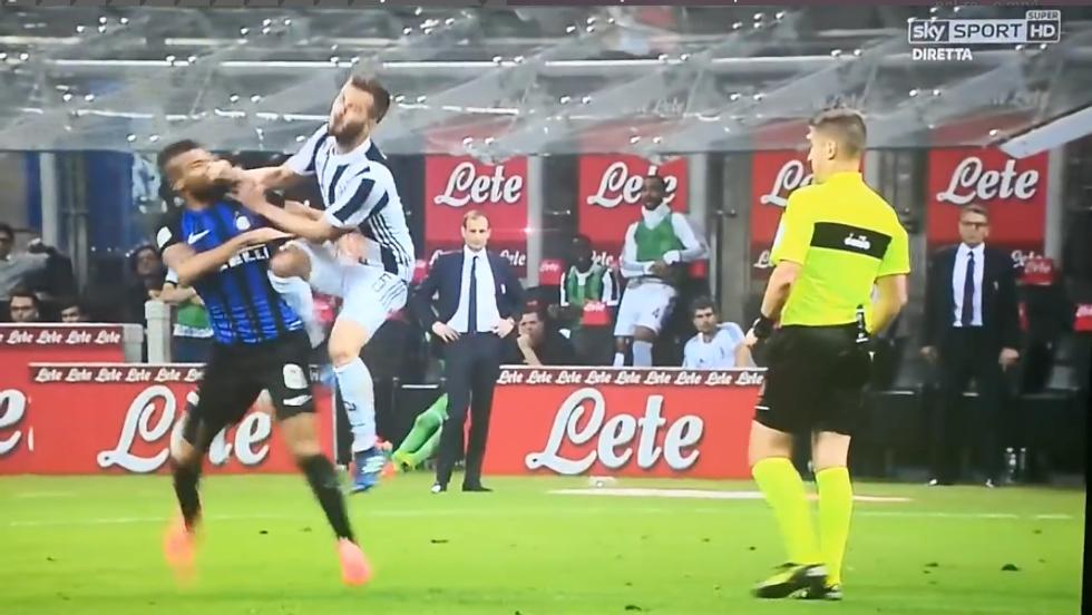 Pjanic, il fallo su Rafinha non da ammonizione per Orsato in Inter-Juventus  | video - Panorama