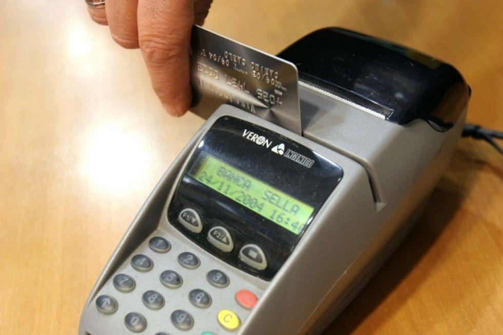 Bancomat: calano le commissioni, ma per i consumatori risparmi minimi