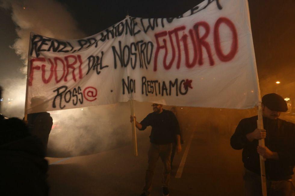 Renzi in Emilia tra comizi e scontri