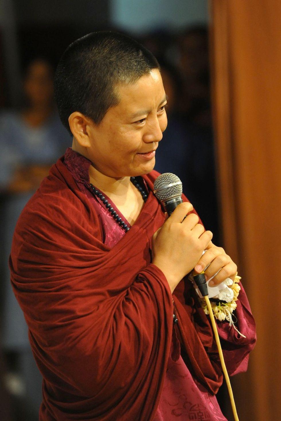 """Anche il buddismo ha la sua """"Suor Cristina"""""""