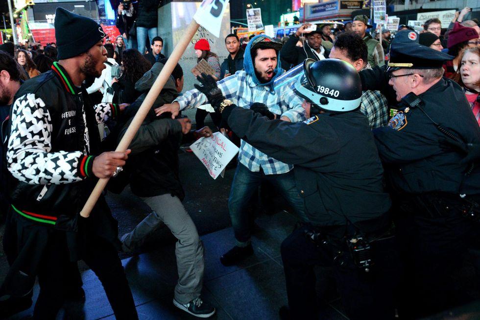 Ferguson, la protesta infiamma gli Stati Uniti