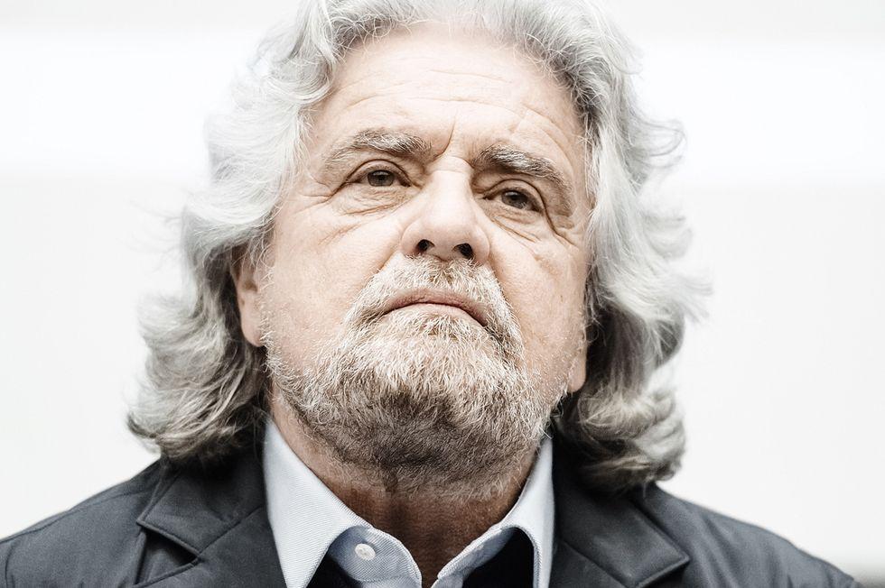 Beppe Grillo, tutte chiacchiere e niente distintivo