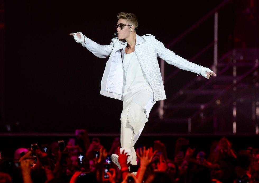 Il padre di Justin Bieber getta il cane dalla finestra
