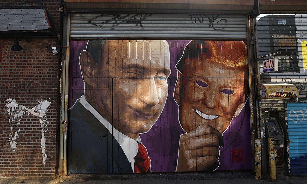 Putin con la maschera di Trump