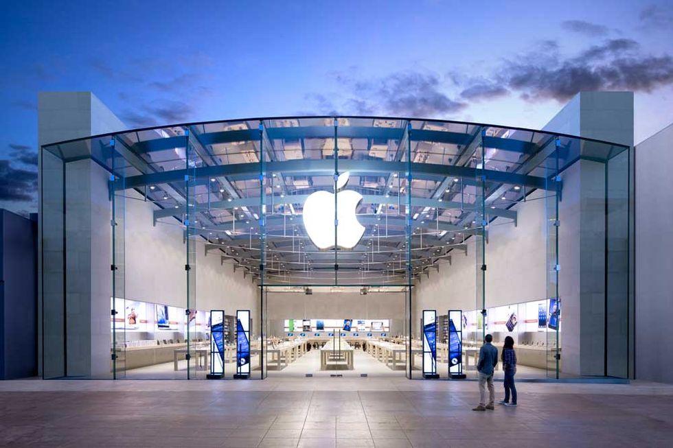 Apple: un giorno di lezioni negli store