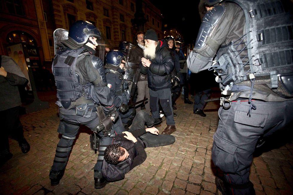 Scala, le foto degli scontri