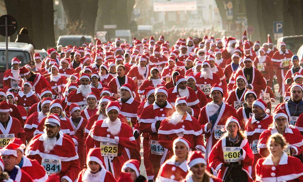 Santa Run, la corsa dei Babbi Natale in Germania
