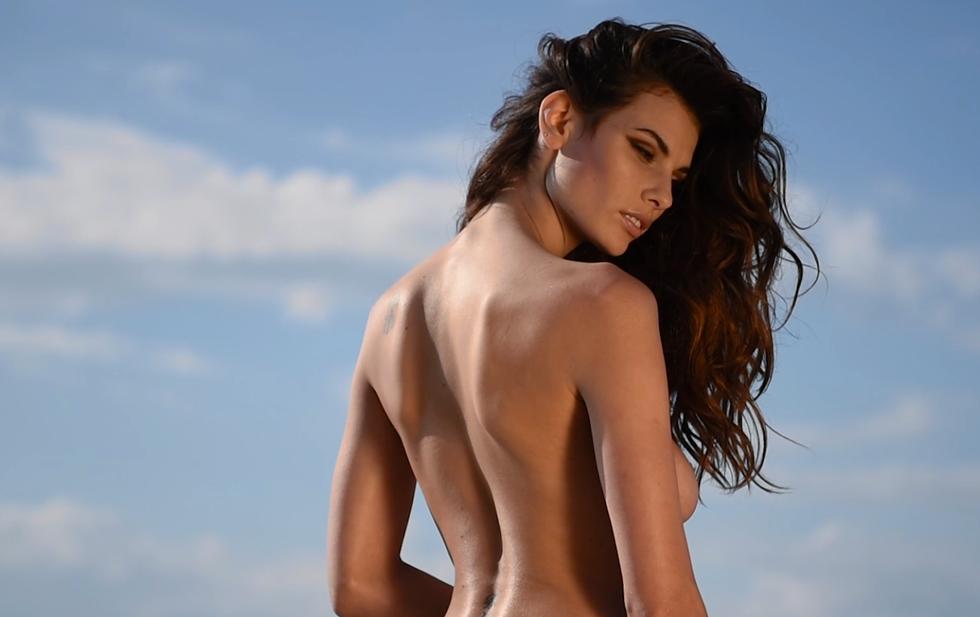 Dayane Mello è il volto del calendario For Men 2015
