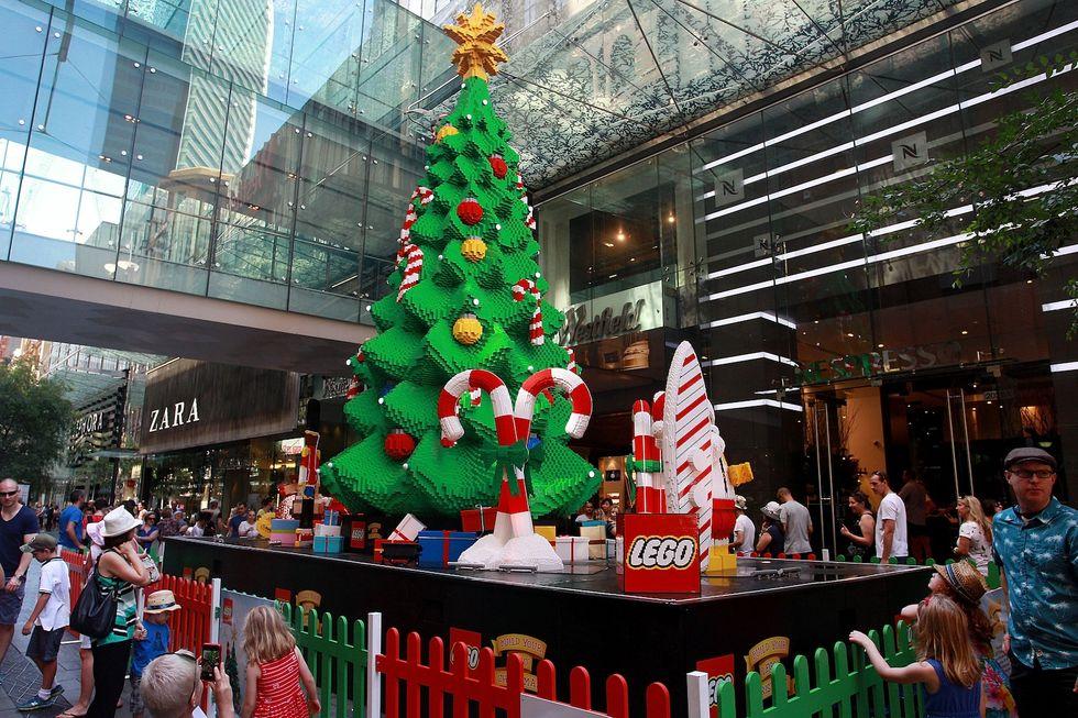 Shopping natalizio: se non puoi batterlo, cavalcalo