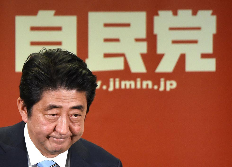 Le 3 carte di Shinzo Abe per rilanciare l'economia giapponese