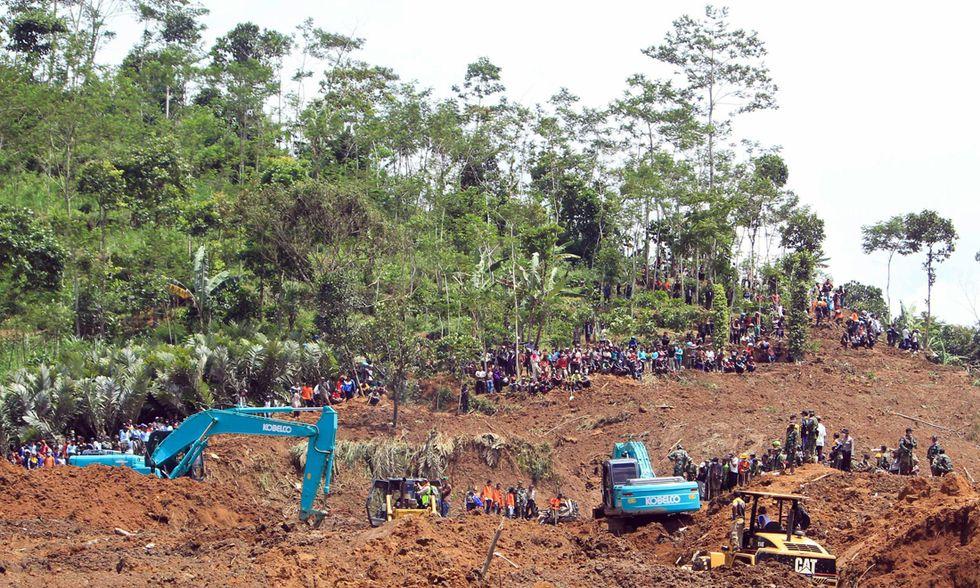 Indonesia, le foto della frana che ha travolto Jemblung