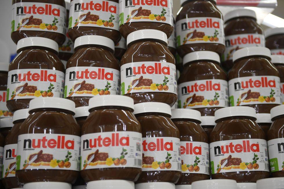 Barattoli di Nutella in promozione sugli scaffali di un supermercato nei pressi di Rennes in Francia