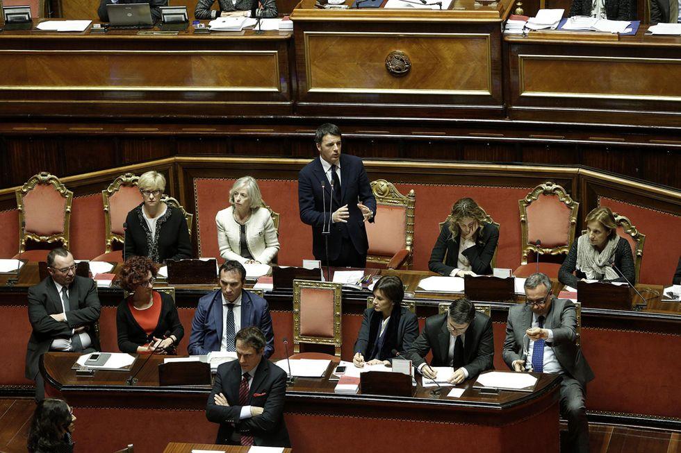 Renzi contro i grillini in Senato