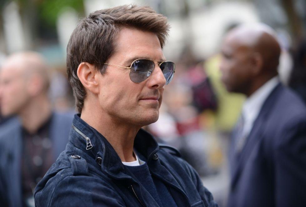 Tom Cruise: una donna misteriosa accanto, la figlia Suri lontano