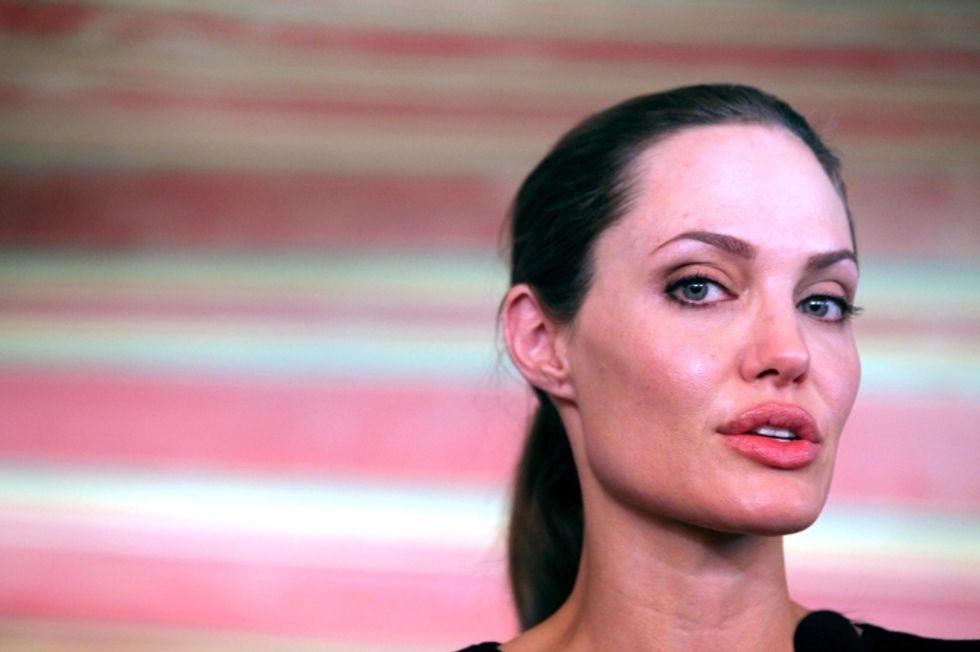 Angelina Jolie: epatite C e trapianto di fegato? Probabile bufala