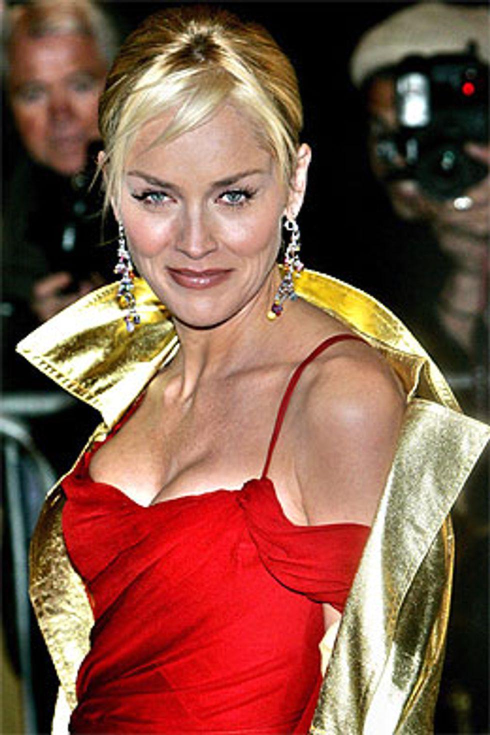 Sharon Stone sviene in diretta, Malgioglio e il mago Otelma insieme. Succede di tutto: è la Milano Fashion Week