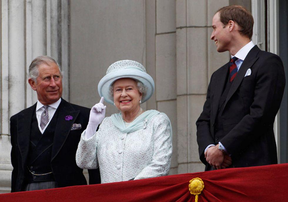 La regina Elisabetta gravemente malata? Carlo o William: ecco cosa succede se muore