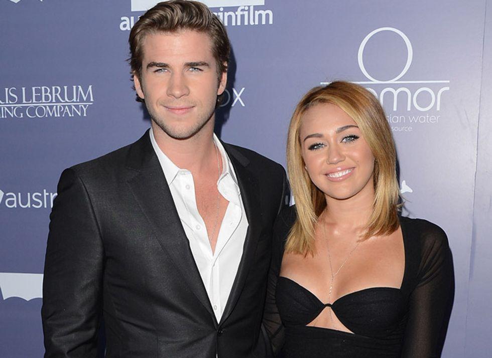 Liam Hemsworth tradisce Miley Cyrus con una bionda?
