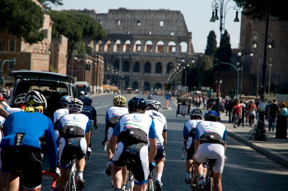 Granfondo Roma, la passione per la bici attraversa la capitale