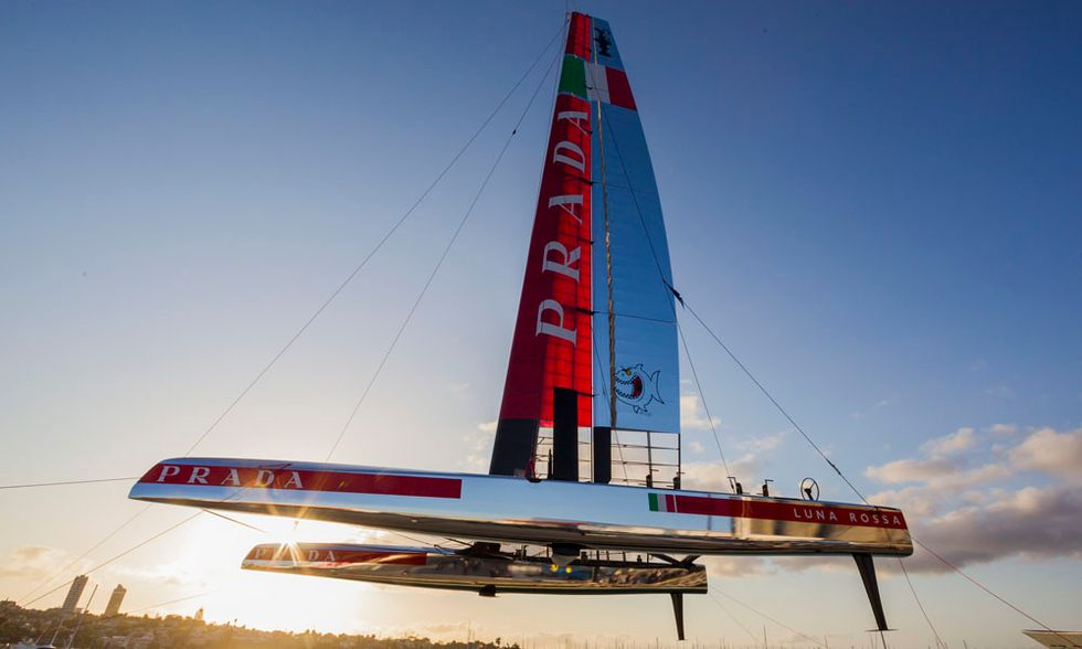 Luna Rossa AC72, il nuovo catamarano per la Coppa America 2013