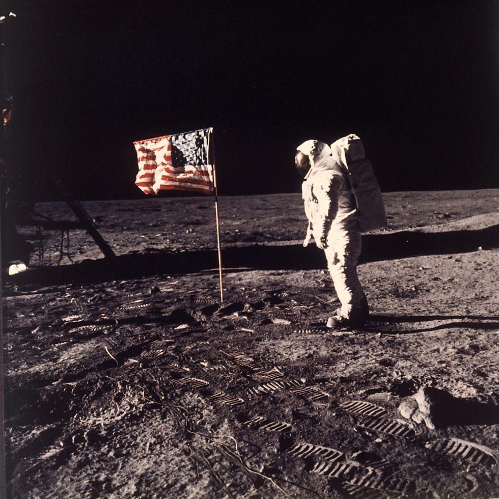Cento strani oggetti lasciati sulla Luna