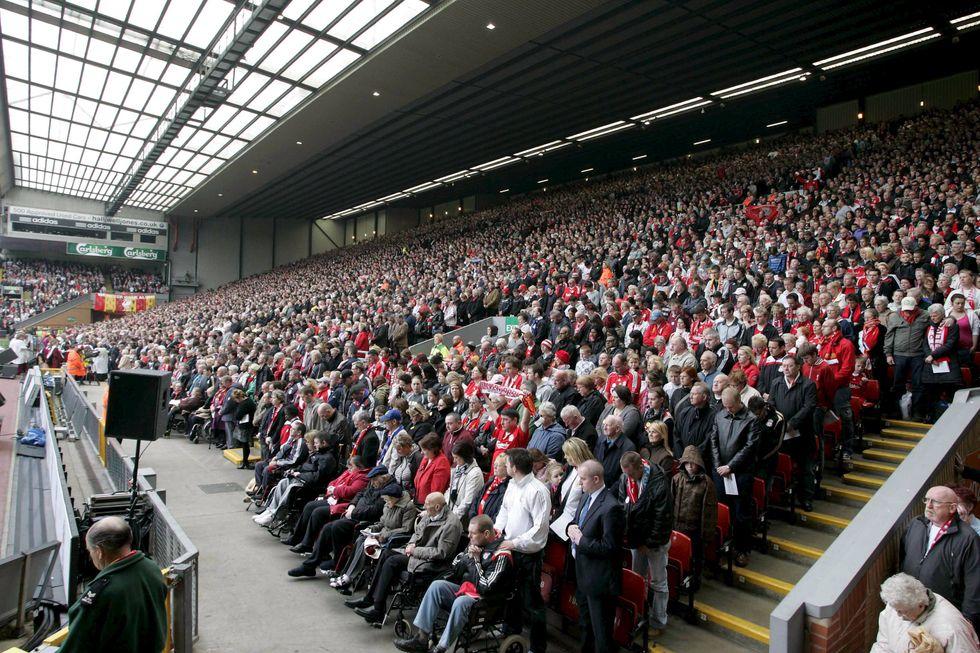 """I tifosi inglesi contro il calcio moderno, """"rivogliamo i posti in piedi"""""""