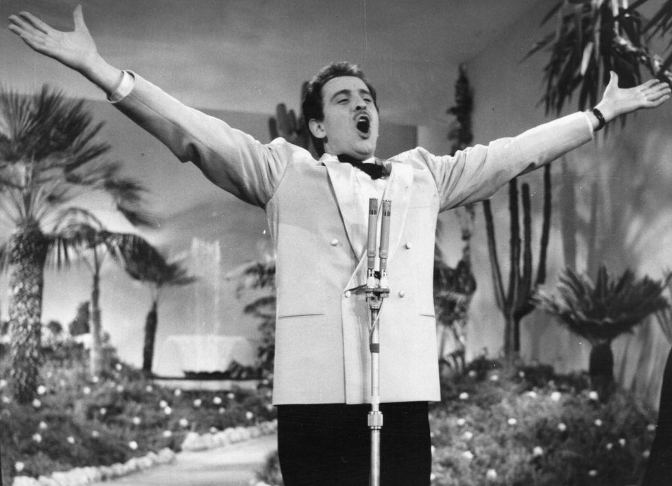 """Domenico Modugno: 60 anni fa il trionfo a Sanremo con """"Volare"""""""