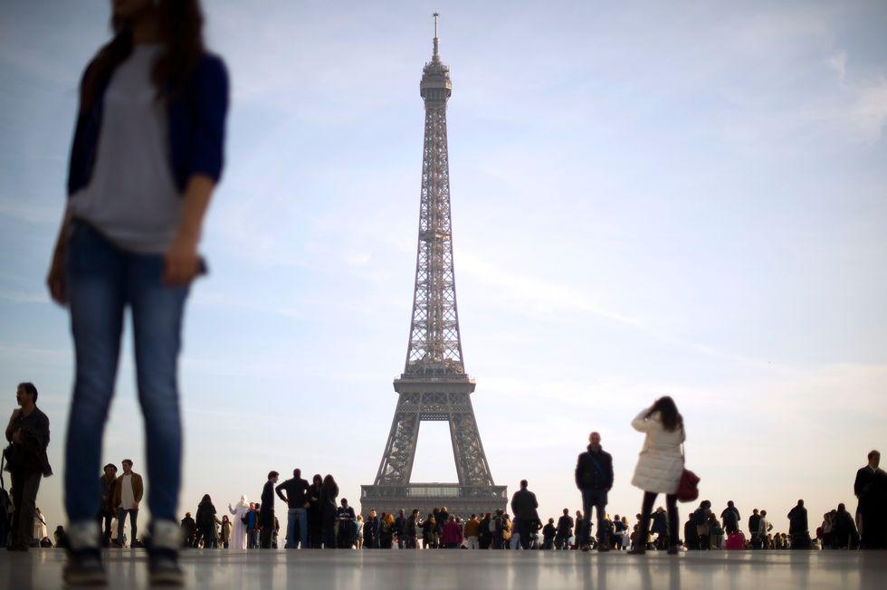 Parigi, cade il divieto per le donne di indossare i pantaloni