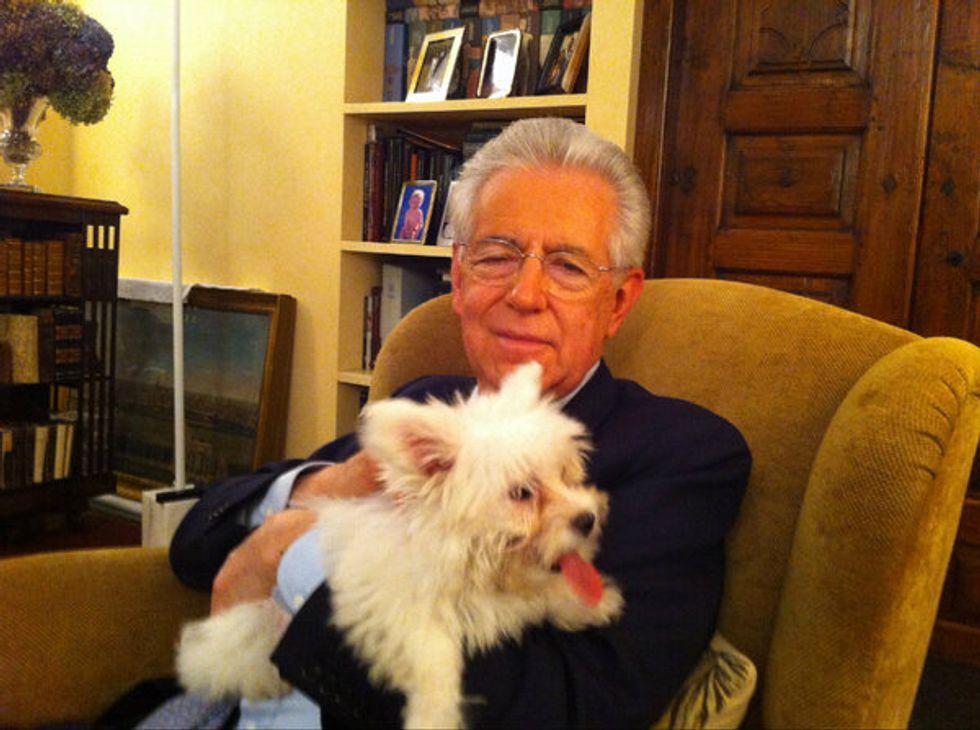 In campagna elettorale fa il suo ingresso anche Empatia, il cane di Mario Monti