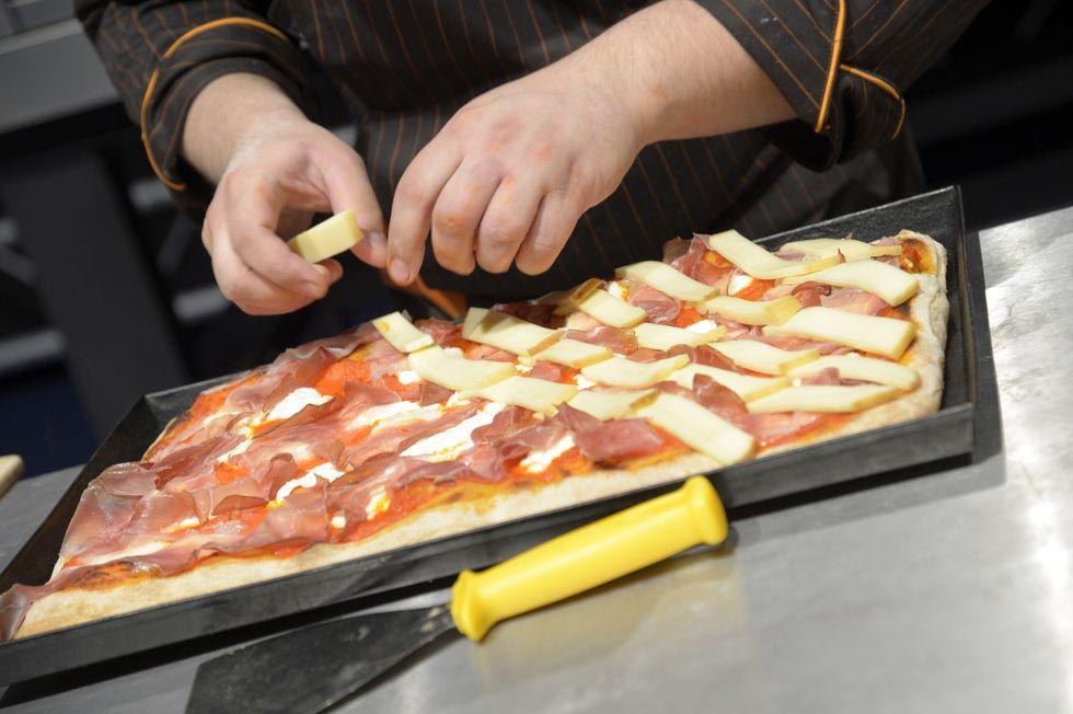 A Padova la Chiesa si trasforma in pizzeria low cost