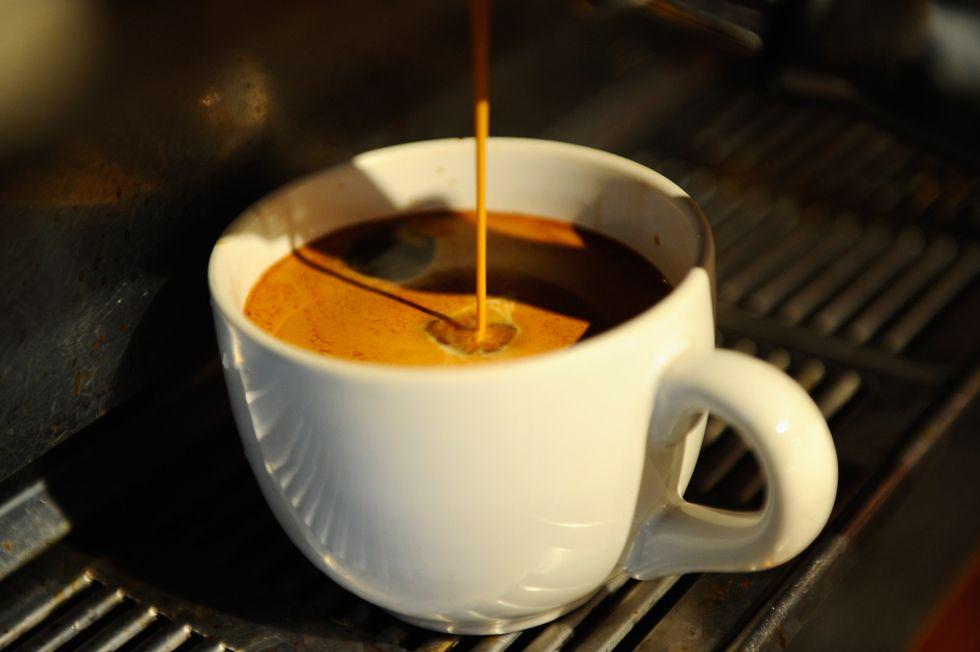 """Tutti pazzi per il """"caffè sospeso"""": da Napoli al nordeuropa (grazie alla crisi)"""