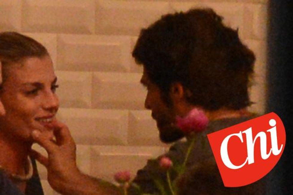 Emma, ci sono le foto del bacio con Marco Bocci