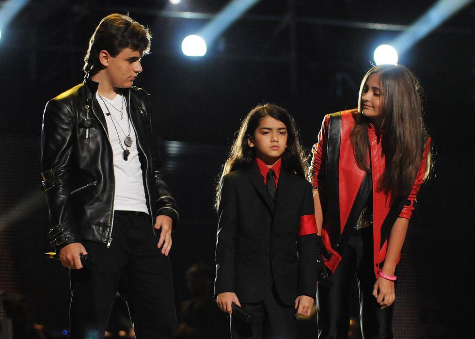 Paris Jackson con i fratelli Prince e Blanket al memorial per Jacko del 2011
