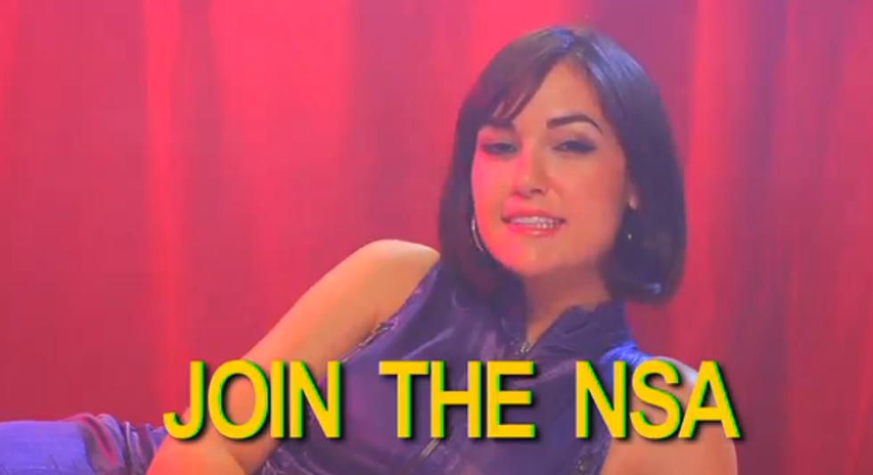 Sasha Grey a caccia (per finta) di nuovi agenti dell'Nsa