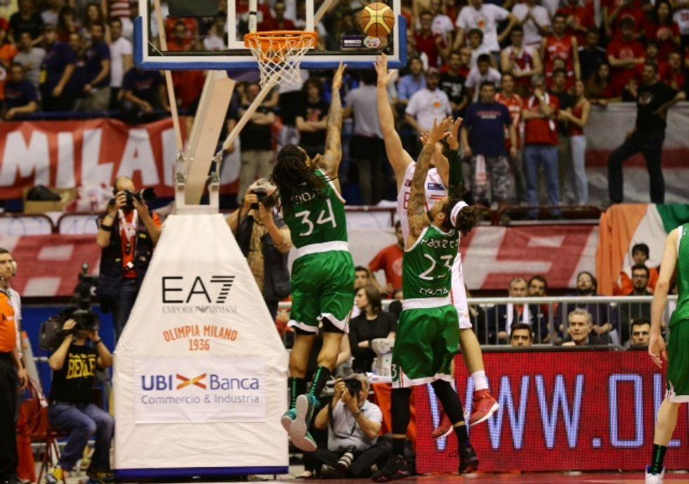 Il basket di Armani non va di moda