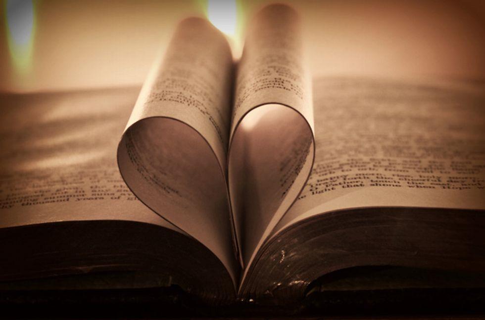 Dating online: l'amore sboccia tra i libri