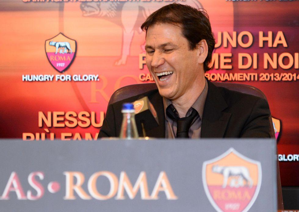 VIDEO - Roma: raduno tra gli insulti
