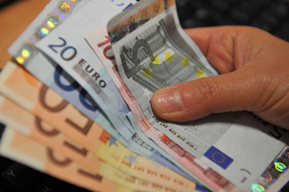 Crisi: tra tasse, inflazione e caro-mutui, costerà più di 8mila euro a famiglia.