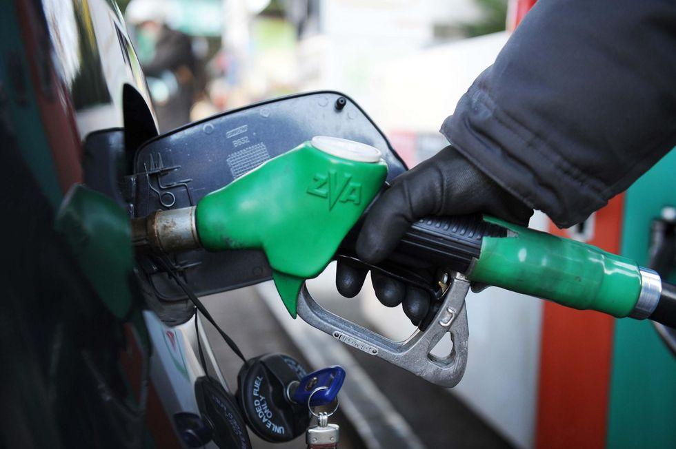 Benzina, sui costi l'ombra di contrabbando e mercato cinese