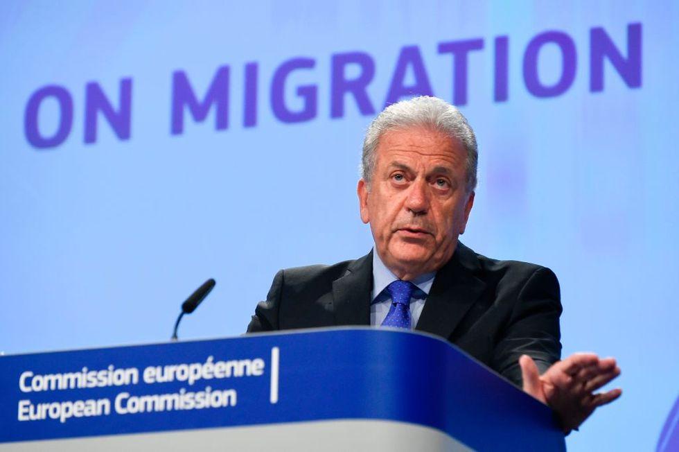 """Immigrazione, Dimitris Avramopoulos: """"Siamo al fianco dell'Italia"""""""