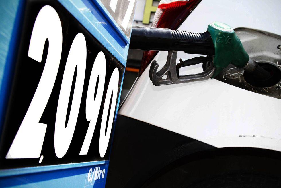Benzina, continua la corsa dei prezzi