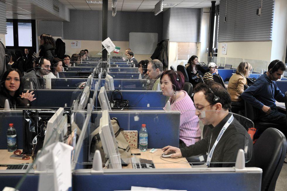 Lavoro nei call center: fatta la riforma, bloccate le assunzioni