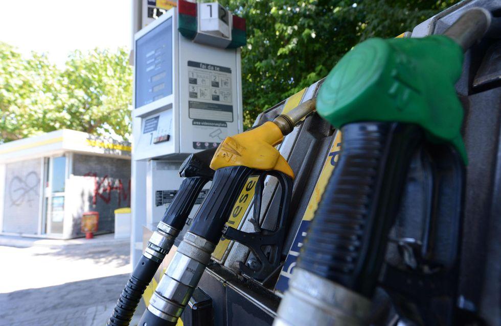 Benzina, ormai il pieno è diventato un lusso