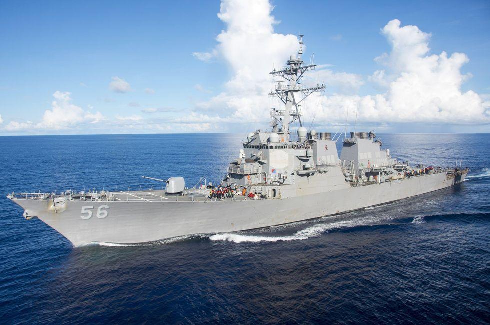 Scontro in mare tra incrociatore Usa e petroliera: 10 dispersi