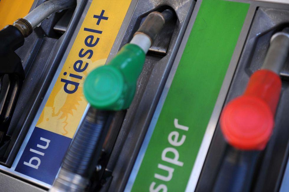 Benzina: il governo interviene, ma è troppo poco