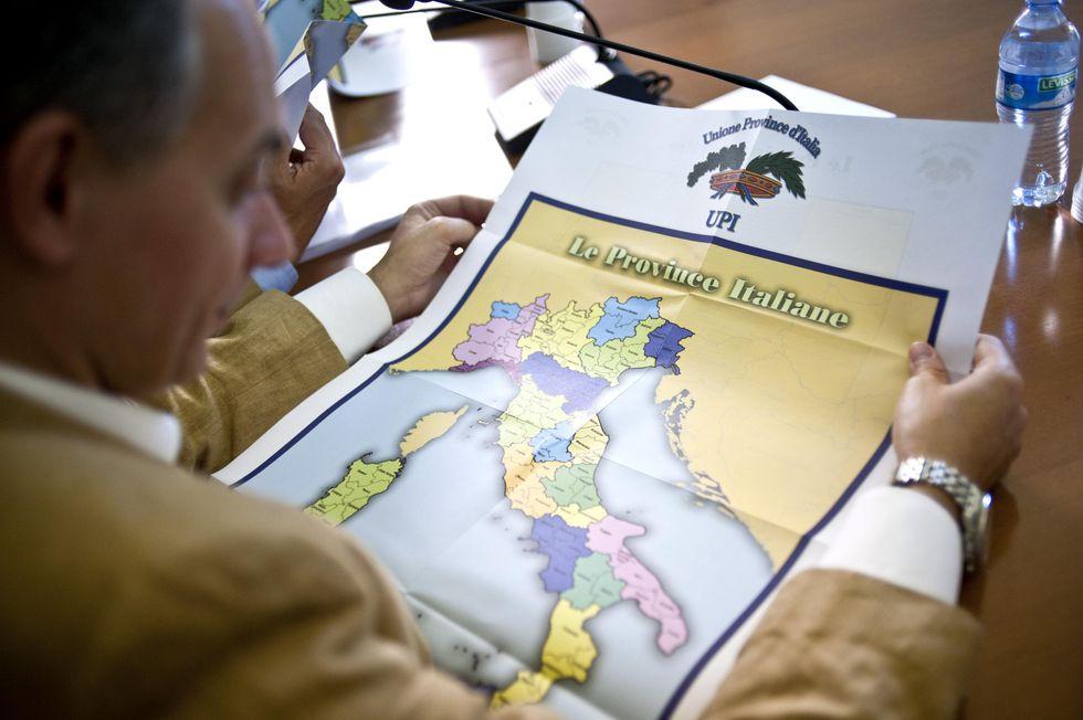 Province: cancellandole lo Stato avrebbe risparmiato quattro volte di più