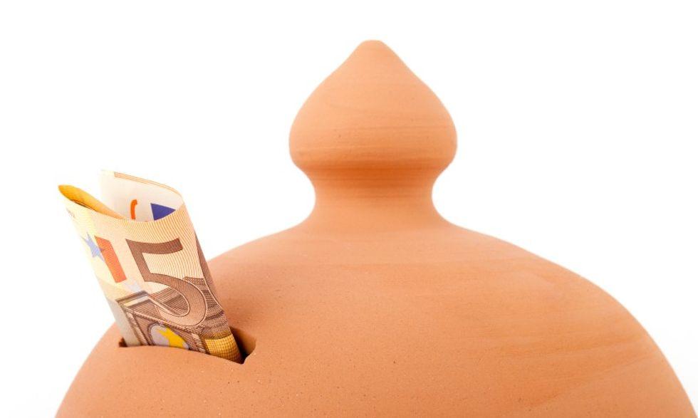 Risparmio e italiani: 4 su 10 consumano tutto quello che guadagnano